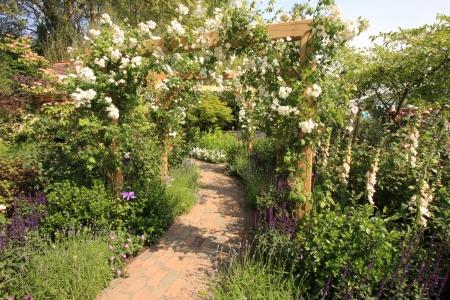 Mitől bájos egy angol vidéki kert?